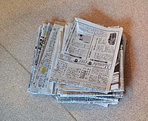 新聞紙を使います