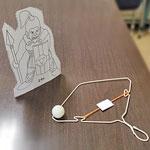フリーのゴリアテPDF付き!ハンガーと輪ゴムの『パチンコ的あてゲーム』の作り方