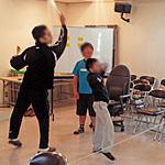 教室でも遊べる『風船バドミントン』の遊び方
